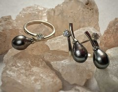 3KC-072 Set - ring and earring, white gold, white by rhodium, pearl - black pear, diamond 3 mm.